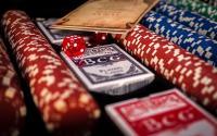 jetons paquets cartes dés