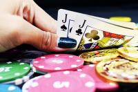 Main, ongle, vernis cartes, jetons, valet de trèfle, valet de pique, poker
